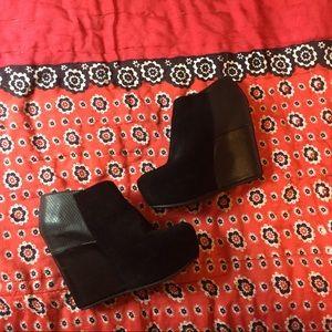 Black Aldo chunky wedge booties size:8.5